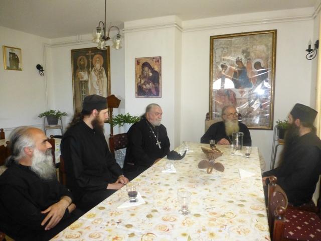 Прота Војилсав Билбија са оцем Јоилом и његовим монасима
